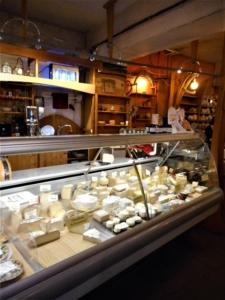comptoir à fromages du temps des cerises
